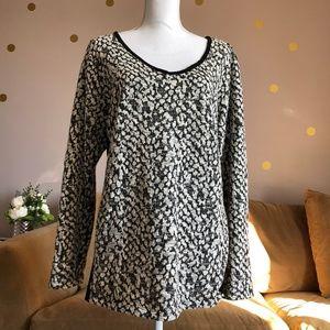 Motherhood Maternity Black and White VNeck Sweater